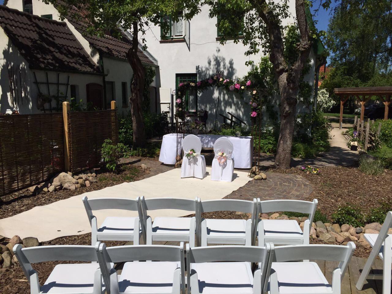 trauung unterm rosenbogen gaby l wel eventmanagement. Black Bedroom Furniture Sets. Home Design Ideas